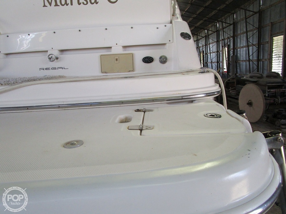 2004 Regal boat for sale, model of the boat is Commodore 2665 & Image # 11 of 40