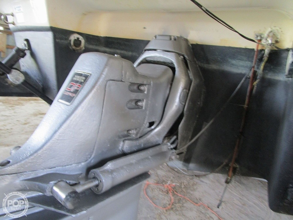 2004 Regal boat for sale, model of the boat is Commodore 2665 & Image # 22 of 40