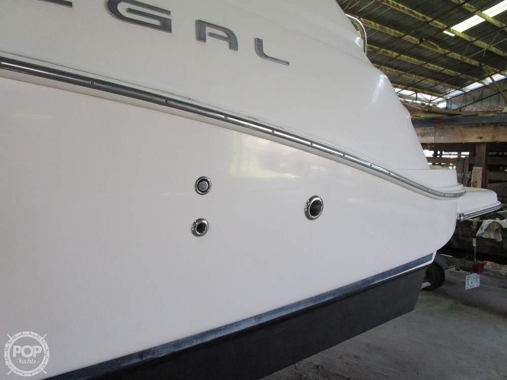 2004 Regal boat for sale, model of the boat is Commodore 2665 & Image # 33 of 40