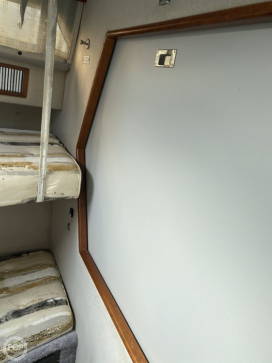 1989 Sea Ray boat for sale, model of the boat is 390 Express & Image # 18 of 27