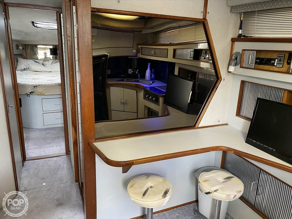 1989 Sea Ray boat for sale, model of the boat is 390 Express & Image # 22 of 27