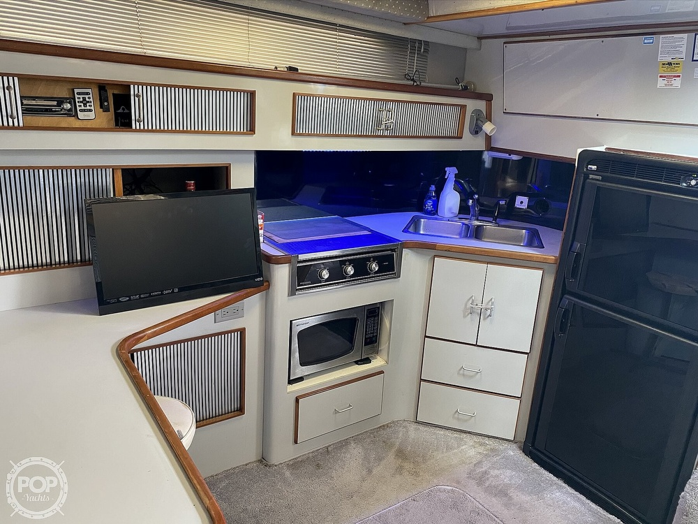 1989 Sea Ray boat for sale, model of the boat is 390 Express & Image # 4 of 27
