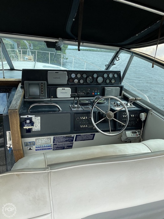 1989 Sea Ray boat for sale, model of the boat is 390 Express & Image # 3 of 27