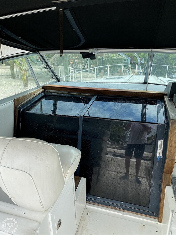 1989 Sea Ray boat for sale, model of the boat is 390 Express & Image # 23 of 27