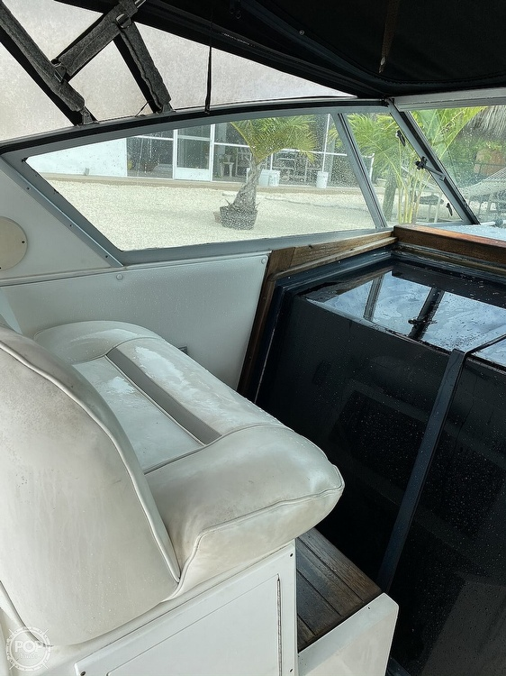 1989 Sea Ray boat for sale, model of the boat is 390 Express & Image # 24 of 27