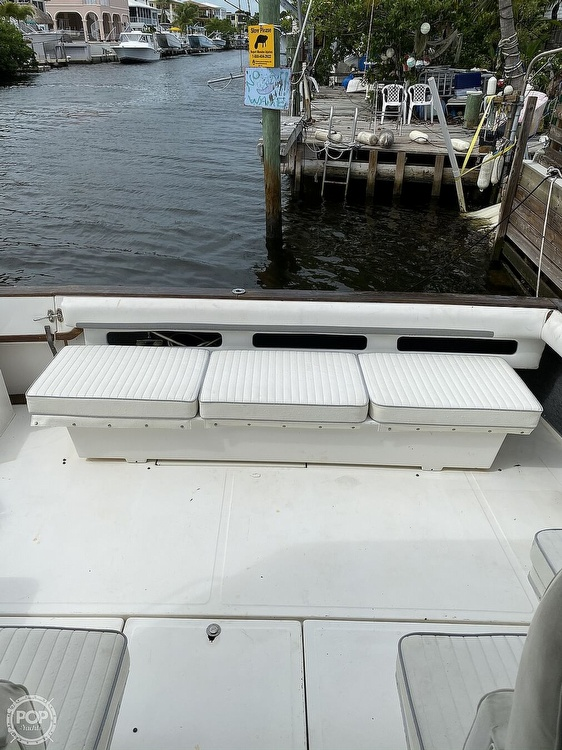 1989 Sea Ray boat for sale, model of the boat is 390 Express & Image # 25 of 27