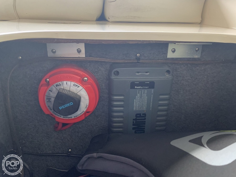 1998 Sea Ray boat for sale, model of the boat is 240 Sundeck & Image # 12 of 40