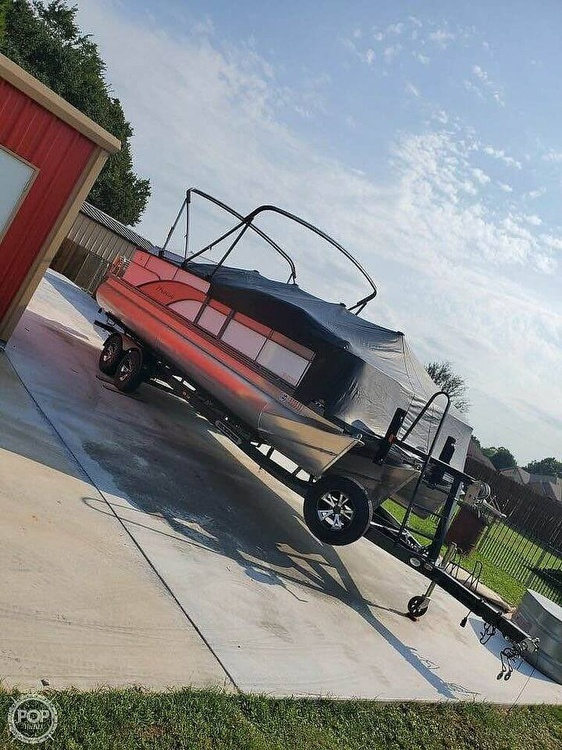 2017 Manitou boat for sale, model of the boat is 24 & Image # 2 of 2
