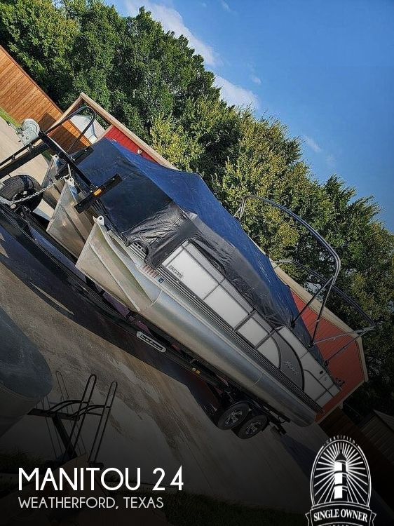 2017 Manitou boat for sale, model of the boat is 24 & Image # 1 of 2