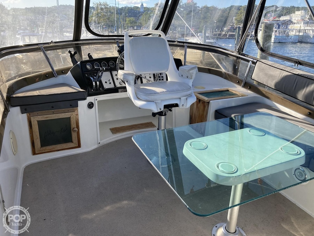 1988 Carver boat for sale, model of the boat is 2827 Mariner & Image # 4 of 40