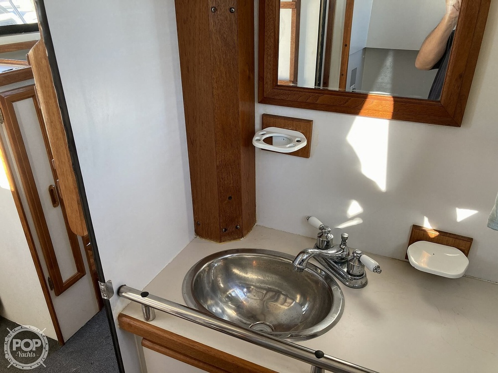 1988 Carver boat for sale, model of the boat is 2827 Mariner & Image # 37 of 40