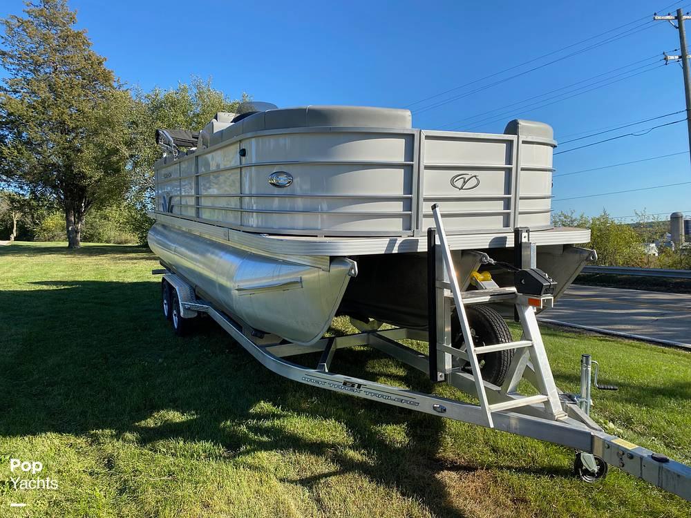 2018 Veranda boat for sale, model of the boat is VR22RCB & Image # 3 of 40