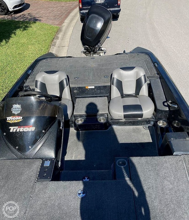 2013 Triton boat for sale, model of the boat is 18SE & Image # 10 of 17