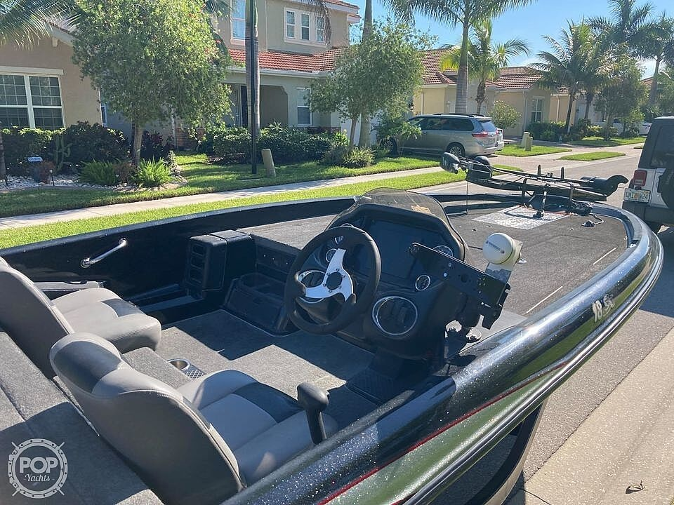 2013 Triton boat for sale, model of the boat is 18SE & Image # 11 of 17