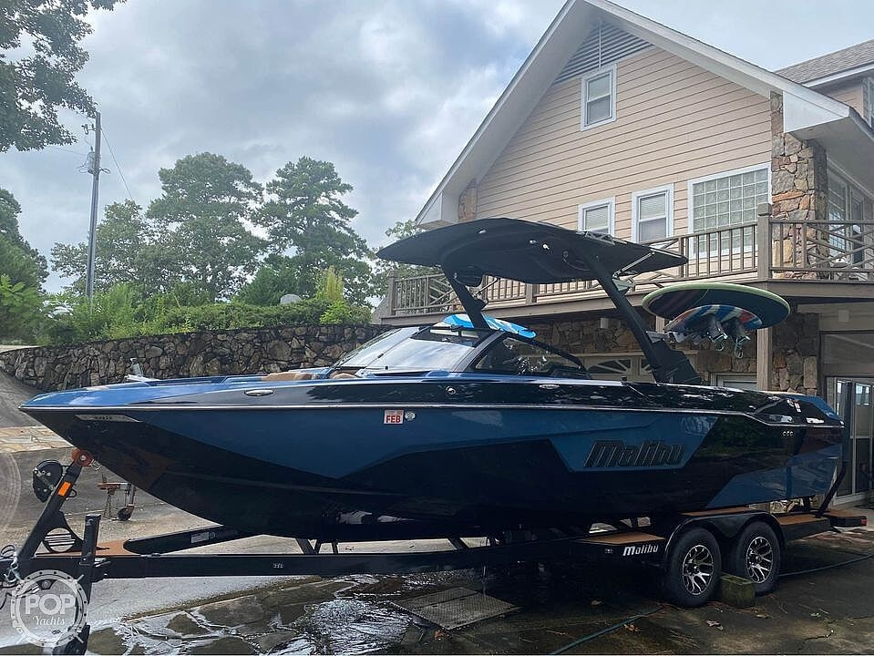 2021 Malibu boat for sale, model of the boat is 25 lsv & Image # 4 of 8
