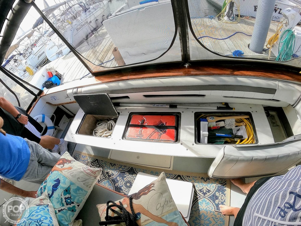 1989 Sea Ray boat for sale, model of the boat is 390 & Image # 37 of 40