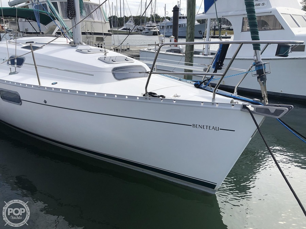 1995 Beneteau boat for sale, model of the boat is 321 Oceanis & Image # 9 of 40