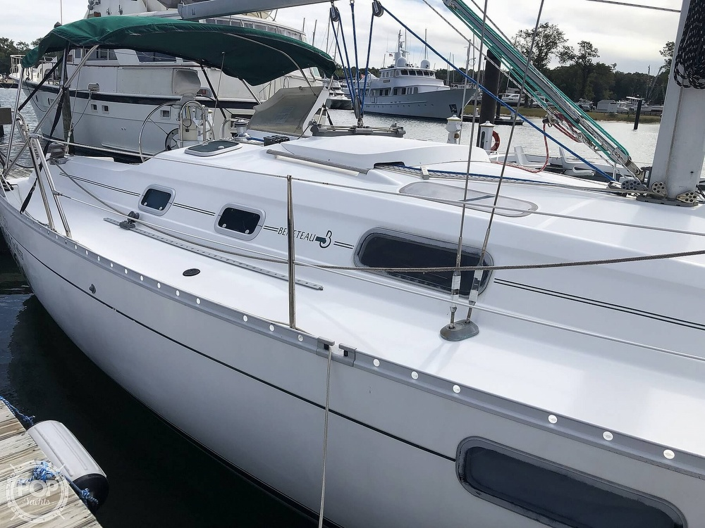 1995 Beneteau boat for sale, model of the boat is 321 Oceanis & Image # 12 of 40