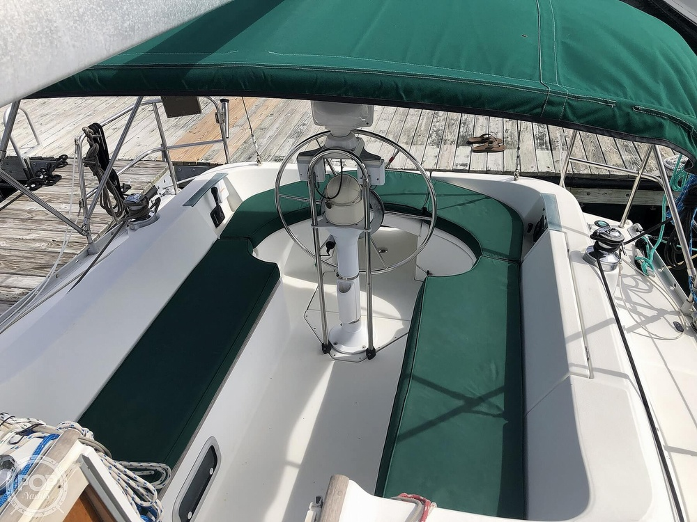 1995 Beneteau boat for sale, model of the boat is 321 Oceanis & Image # 28 of 40