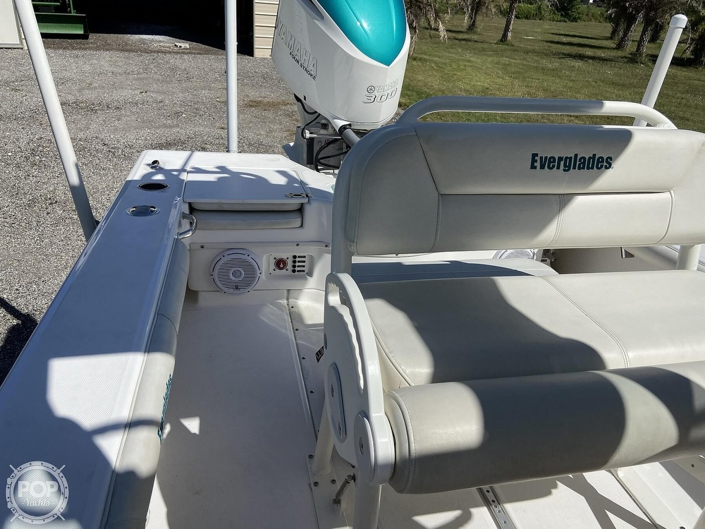 2017 Everglades boat for sale, model of the boat is 243CC & Image # 16 of 40