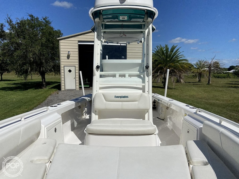 2017 Everglades boat for sale, model of the boat is 243CC & Image # 3 of 40