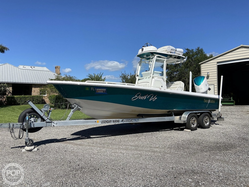 2017 Everglades boat for sale, model of the boat is 243CC & Image # 23 of 40