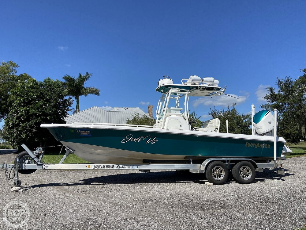 2017 Everglades boat for sale, model of the boat is 243CC & Image # 24 of 40
