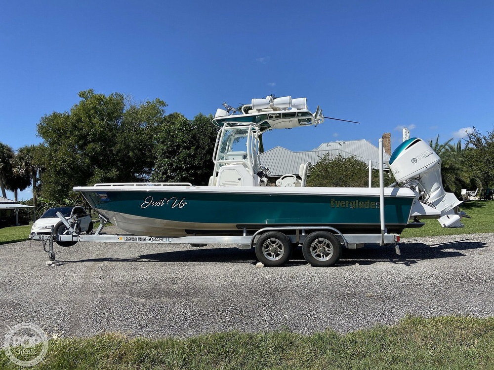 2017 Everglades boat for sale, model of the boat is 243CC & Image # 25 of 40