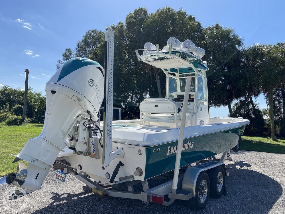 2017 Everglades boat for sale, model of the boat is 243CC & Image # 31 of 40