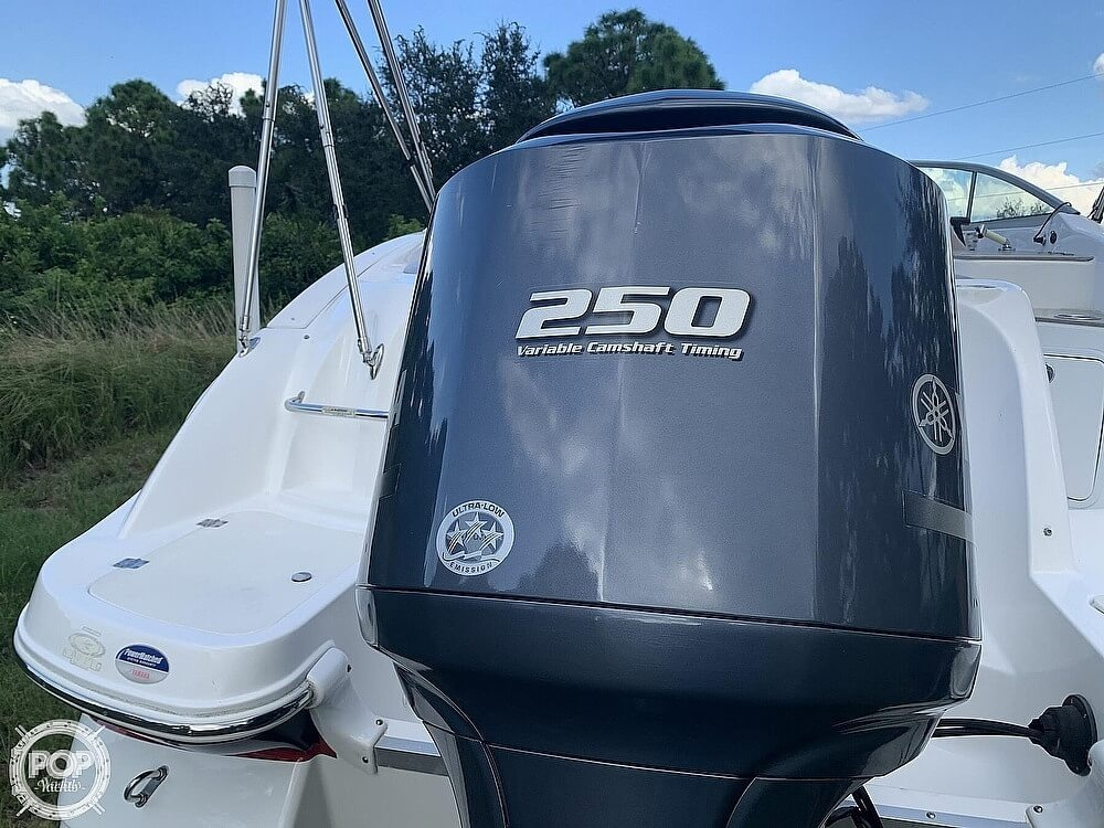 2014 Hurricane boat for sale, model of the boat is Sundeck 2400 & Image # 16 of 30