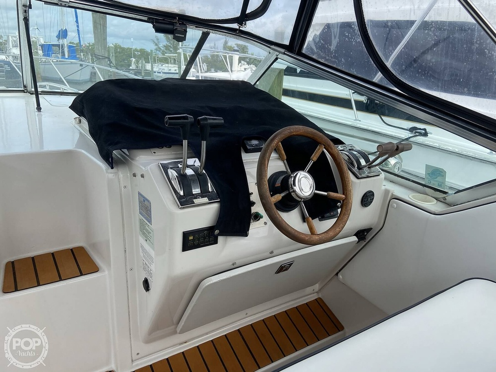 1991 Wellcraft boat for sale, model of the boat is 33 ST. TROPEZ & Image # 2 of 40