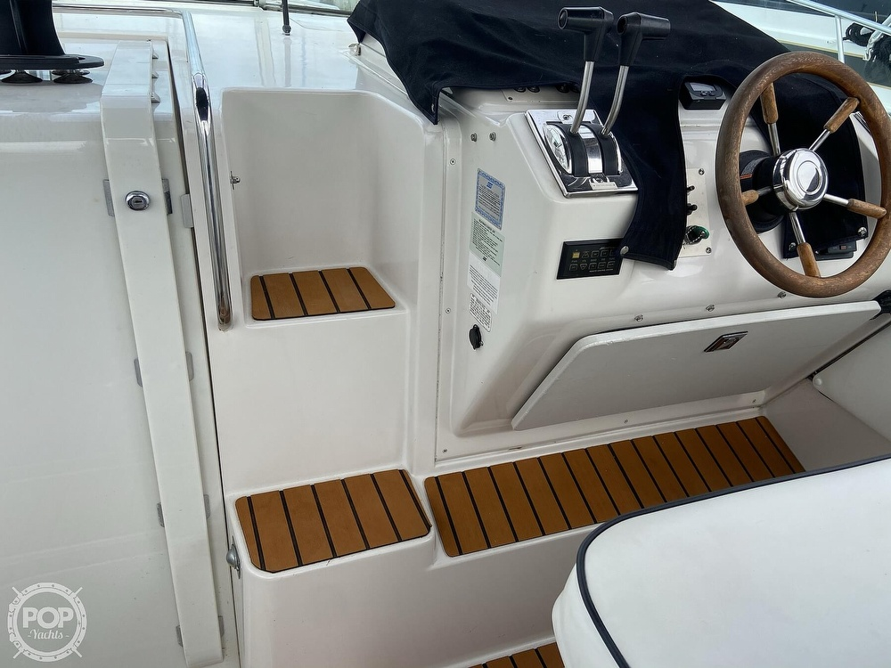 1991 Wellcraft boat for sale, model of the boat is 33 ST. TROPEZ & Image # 25 of 40