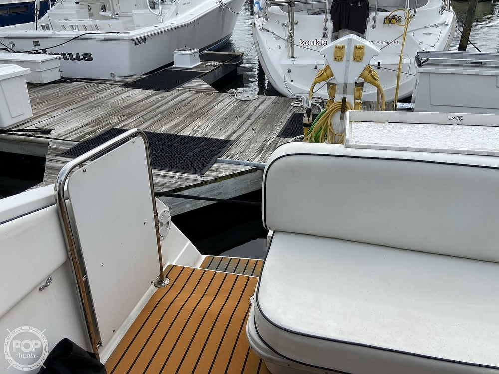 1991 Wellcraft boat for sale, model of the boat is 33 ST. TROPEZ & Image # 32 of 40