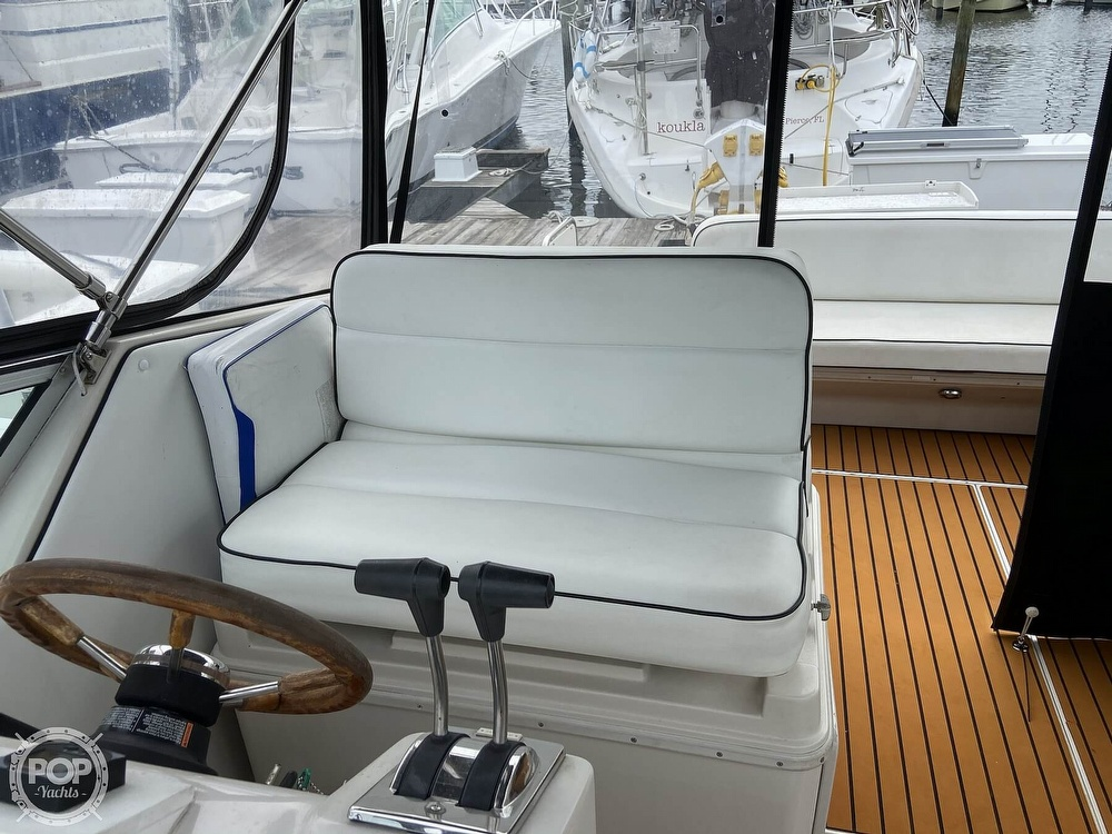 1991 Wellcraft boat for sale, model of the boat is 33 ST. TROPEZ & Image # 7 of 40