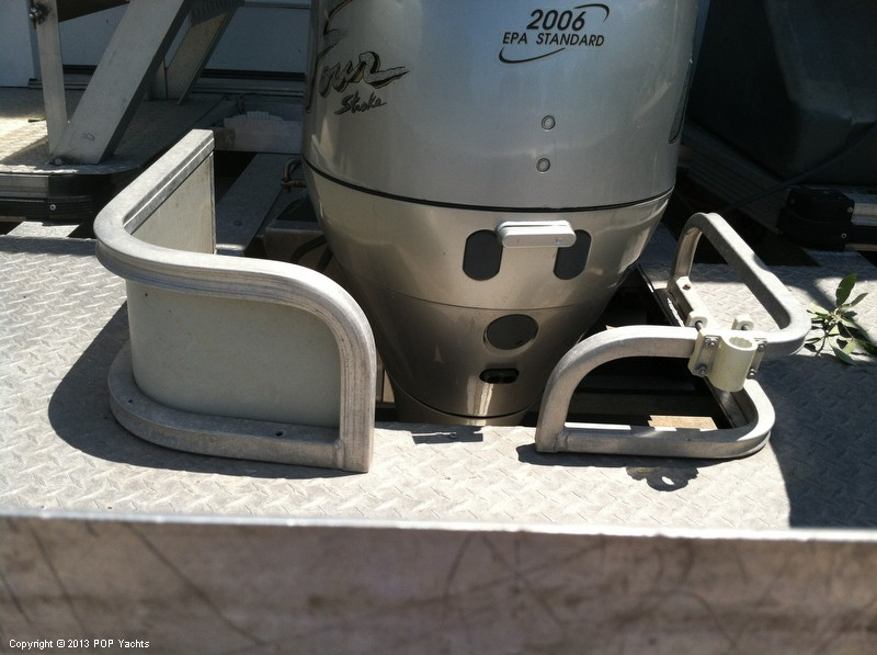 1992 Tracker Boats boat for sale, model of the boat is 24 Custom Houseboat & Image # 19 of 40