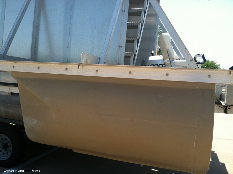 1992 Tracker Boats boat for sale, model of the boat is 24 Custom Houseboat & Image # 33 of 40