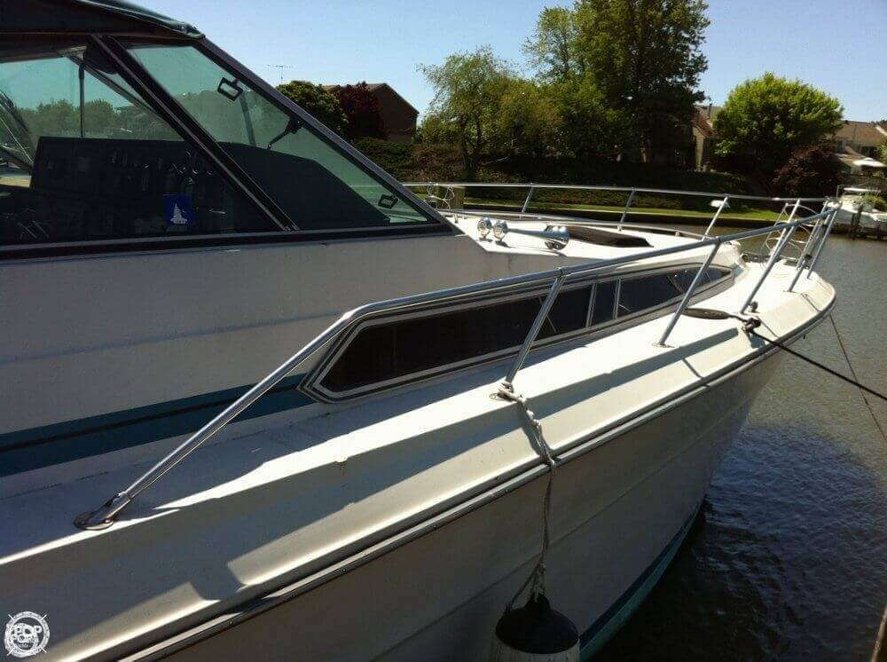 1986 Sea Ray 390 Express Cruiser - Photo #4