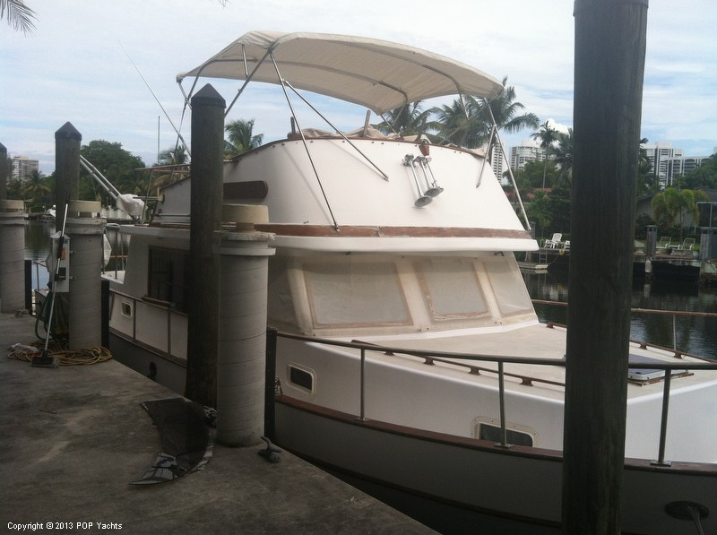 1981 Present Yachts 41 Trunk Trawler - Photo #4