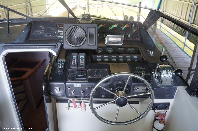 1987 Bayliner 3205 Avanti - Photo #26