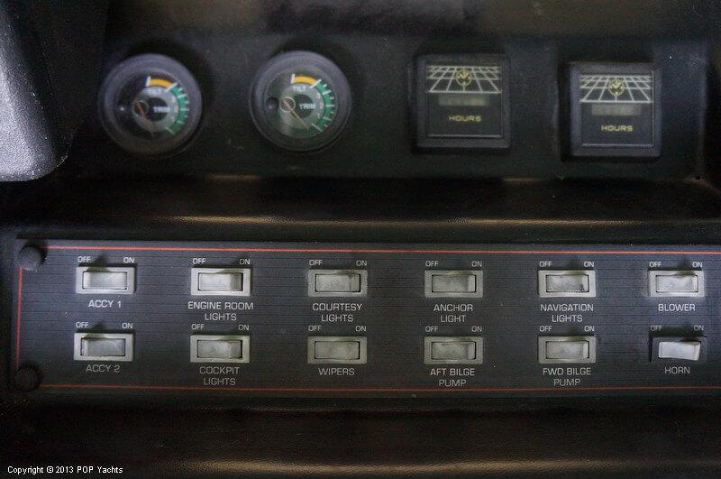 1987 Bayliner 3205 Avanti - Photo #29