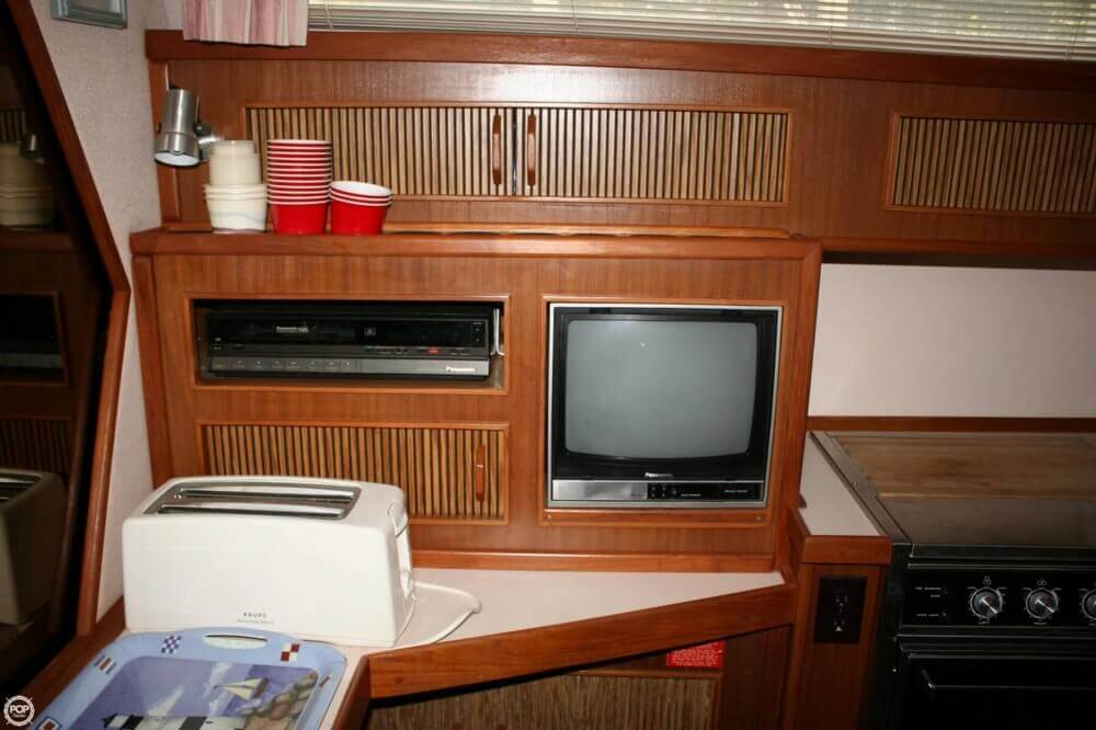 1987 Sea Ray boat for sale, model of the boat is 390 & Image # 13 of 40