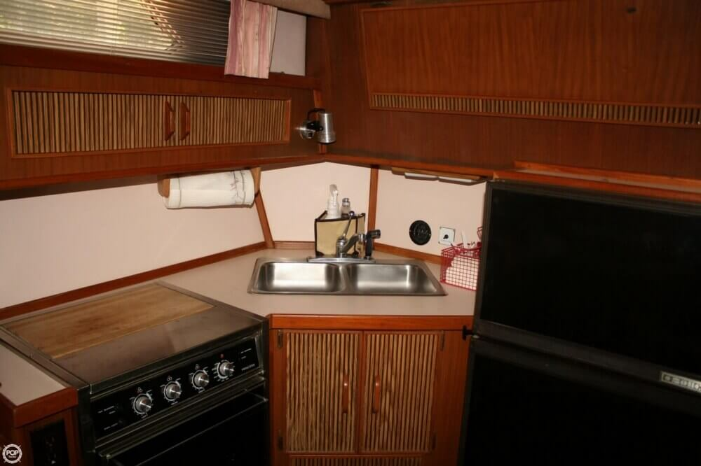 1987 Sea Ray boat for sale, model of the boat is 390 & Image # 14 of 40