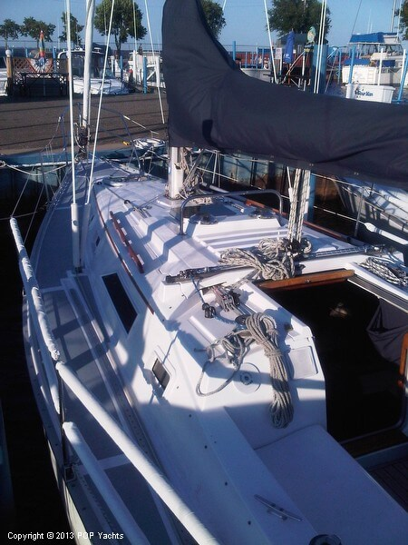 1986 Hunter boat for sale, model of the boat is 31 & Image # 4 of 20