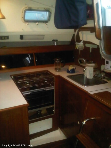 1986 Hunter boat for sale, model of the boat is 31 & Image # 13 of 20