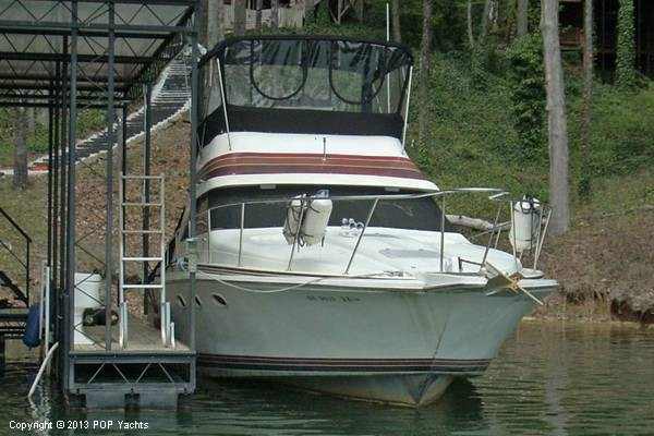 1982 Trojan 33 International Flybridge Sportfish - Photo #3