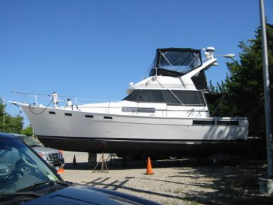 Bayliner 3870, 38', for sale - $39,900
