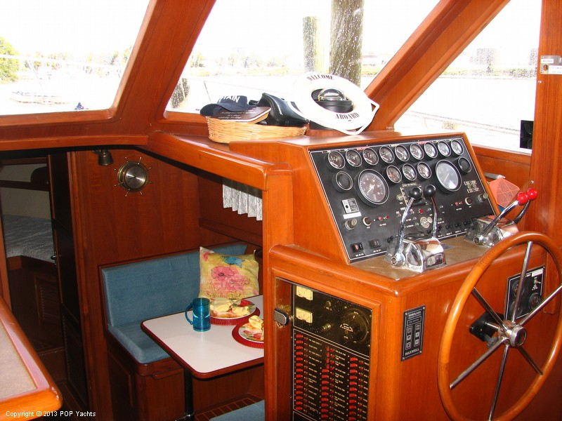 1991 Offshore Yachtfisher 50 - Photo #12