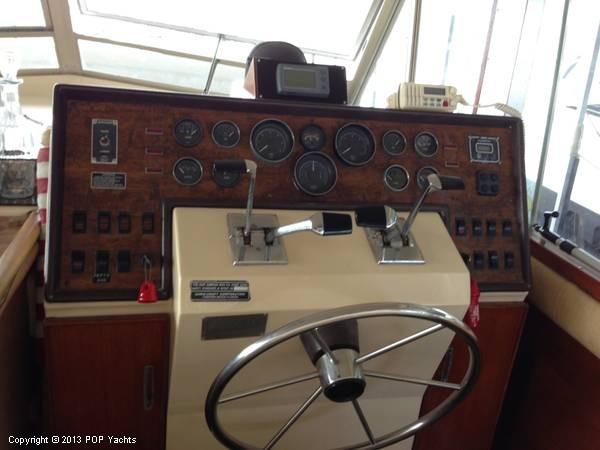 1983 Chris-Craft 410 Commander - Photo #3