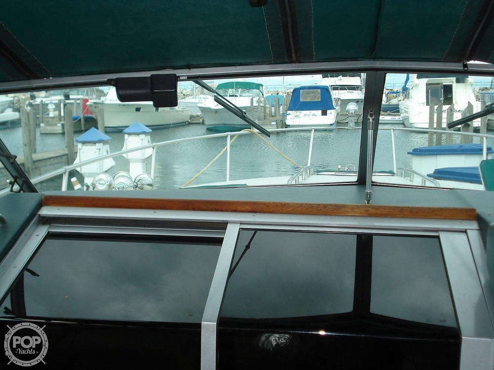 1988 Sea Ray boat for sale, model of the boat is 300 Weekender & Image # 6 of 40