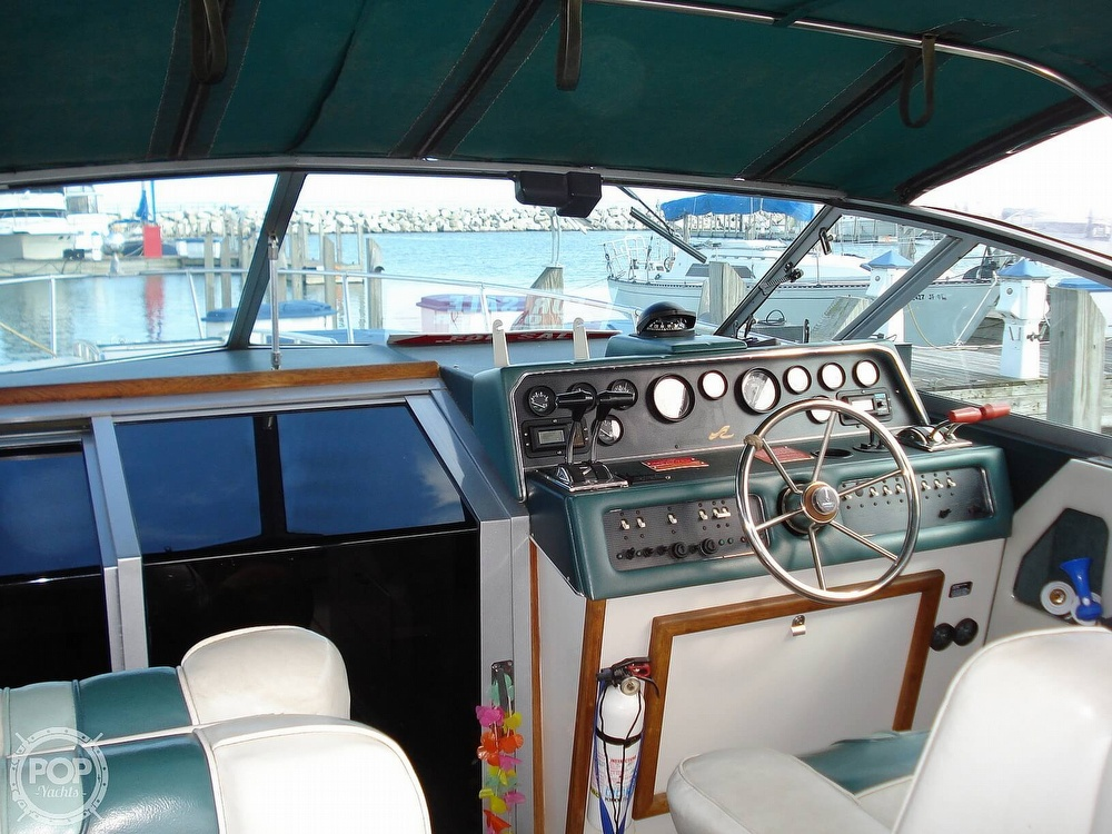 1988 Sea Ray boat for sale, model of the boat is 300 Weekender & Image # 8 of 40